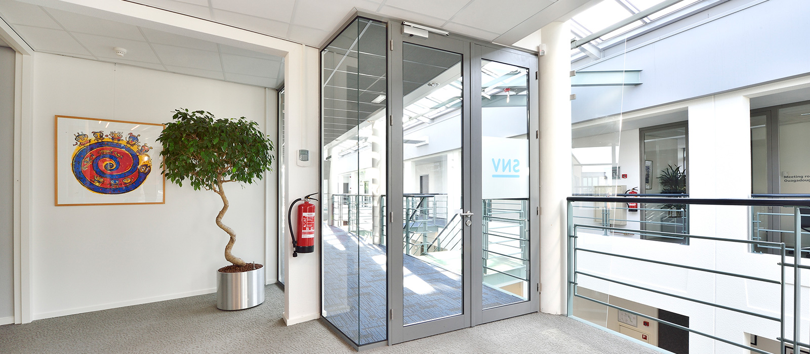 Vitriwand - SNV Den Haag